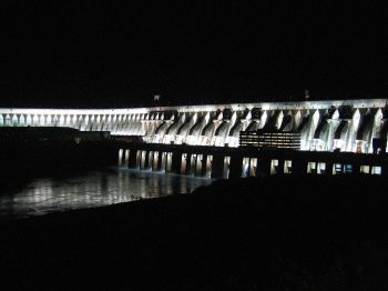 Itaipú Hydroelectric Dam   By bergie (Flickr) [CC BY-SA 2.0 (http://creativecommons.org/licenses/by-sa/2.0)], via Wikimedia Commons